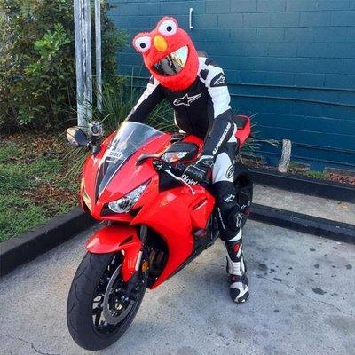 【丹】A_Moto Loot Helmet Cover 安全帽套 芝麻街 紅色款