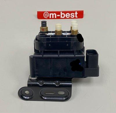 W218 M157 CLS63AMG 運動型底盤校準 12- 避震器泵浦分配器 後避震器泵浦分配器 2123200000