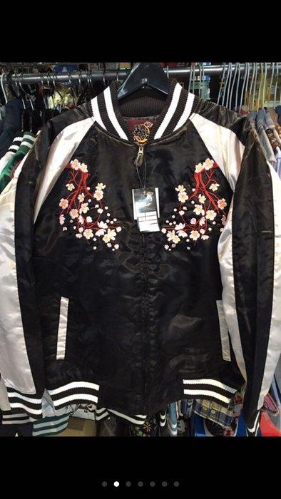 [變身館日本精品服飾]~男義~藍鯨~櫻花~和風~橫須賀~緞面~刺繡~夾克~外套~厚版~鋪棉~日本購入~LL~全新商品~黑