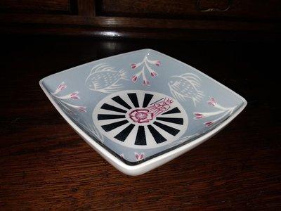 【卡卡頌 歐洲跳蚤市場/歐洲古董 】歐洲老件_英國Thanet Pottery 手工淺藍 雕刻瓷方盤 p0708