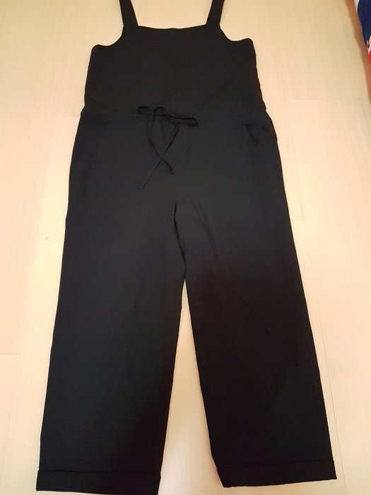 二手Diffa吊帶八分褲S號,商品如圖閒置出清售出無退換貨服務~無彈性