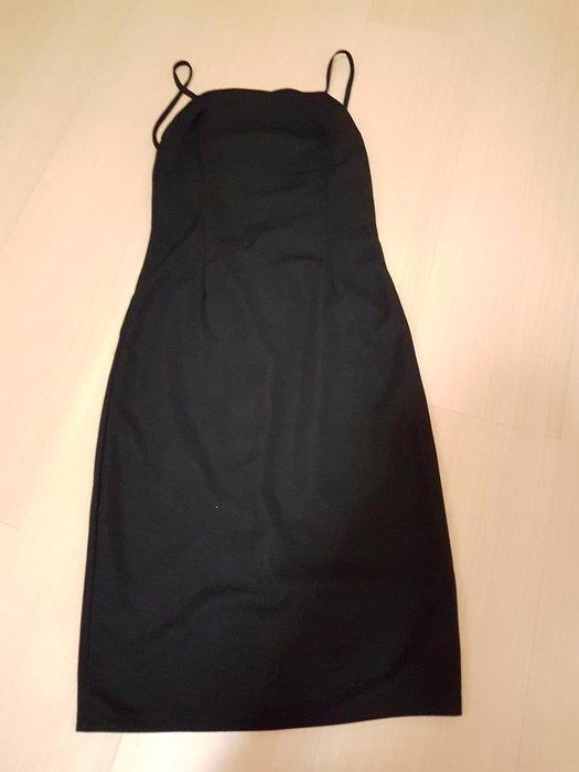全新韓國露背洋裝M號,商品如圖閒置出清售出無退換貨服務~布料有彈性