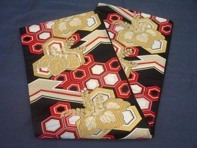 【未命名.jpg】 日本古著vintage 正絹錦織黑底金銀紅色刺繡圖案和服浴衣腰帶袋帶(如新)