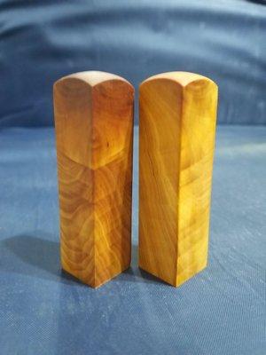台灣檜木6分印章 (黃檜、閃花)7*1.8cm正方 1對400元~g6