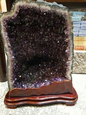 (6 6 6 精 品 嚴 選 )37公斤,方正有火光 夠亮夠紫  紫水晶洞 低價起標