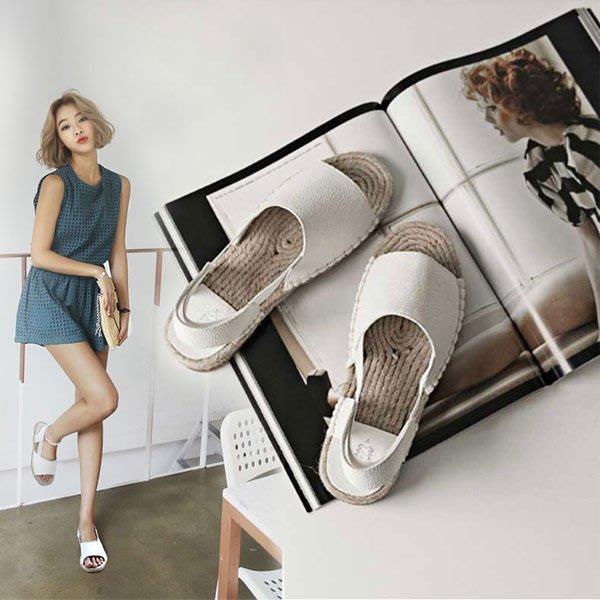 5Cgo【鴿樓】會員有優惠 528935189372 夏季新款真皮韓版夾腳平底涼鞋女複古羅馬平跟女鞋夾趾沙灘鞋
