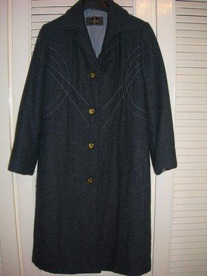 全絲FENDI 字樣內裡100%羊毛薄舖棉單排扣九分袖鐵灰色復古款過膝長大衣