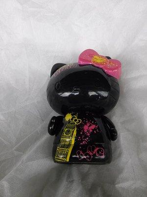 麥當勞2010 Hello Kitty黑色底 英國鐘樓塗鴉風格 硬質塑膠玩偶