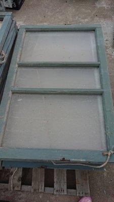 檜木窗.日字檜木窗.正台灣檜木(厚料).長87寬56公分.古早味完整度高.先到先選.慢來就沒了