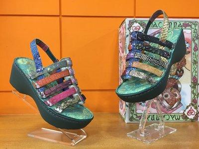 【阿典鞋店】**Macanna** 麥坎納專櫃~銀樺系列~特殊牛羊皮混色左右不同配色,氣墊式厚底涼鞋107470