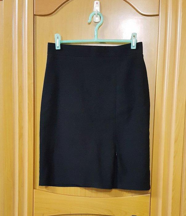 95成新以上韓製黑色M號前開裙子