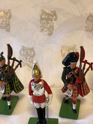 英女王御林軍及蘚格蘭兵一套白金漢宮Buckingham palace guards set 4 soldiers