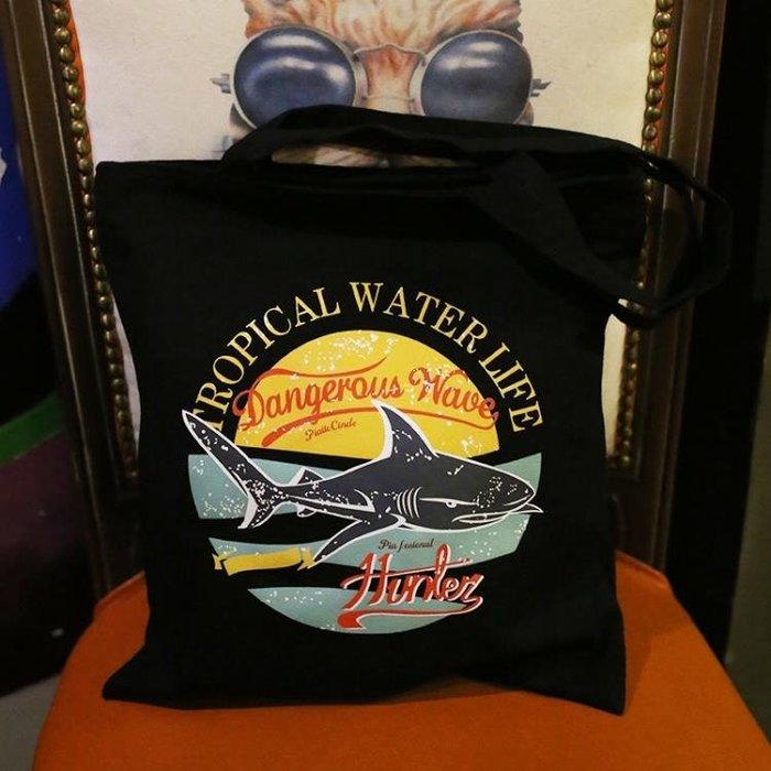 日系罐頭鯊魚帆布袋學生男女式文藝購物袋單肩包一件免運