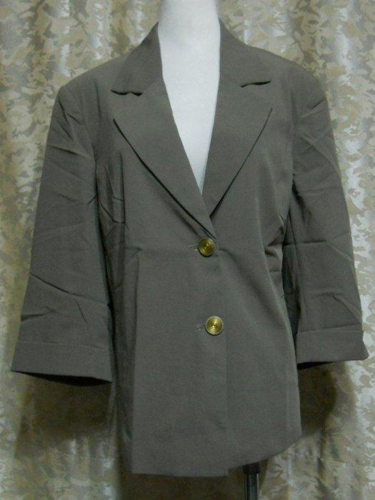 ~麗麗ㄉ大碼舖~大尺寸#16-24 46-54吋 淺墨綠色前扣V領七分袖彈性西裝外套~專櫃