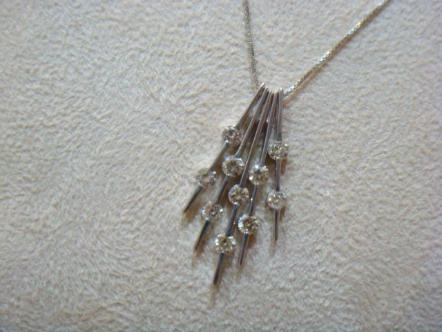 低價出售1.01克拉五線譜設計款鑽石18k白金項鍊