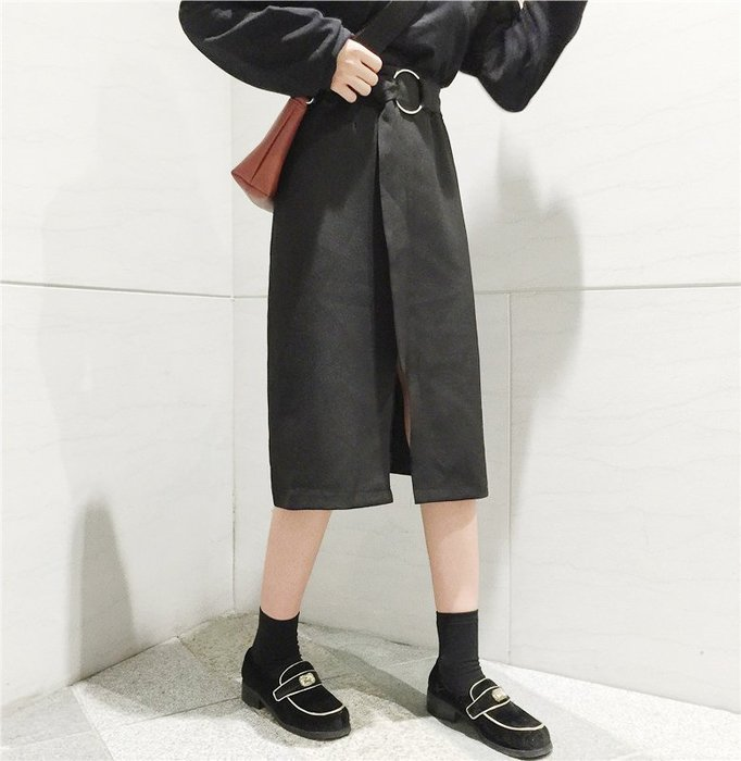 SeyeS MINI 率性女孩百搭單品個性黑色扣帶開衩長裙