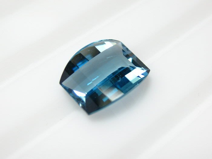 【Texture & Nobleness 低調與奢華】天然寶石 倫敦藍托帕石 3克拉