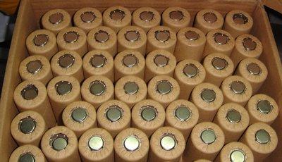 訂製品單體打鎳片,電鑽常常需要充電嗎?電池可能老化了,SC鎳鎘充電電池 1.2V,電動工具 DEWALT 得偉