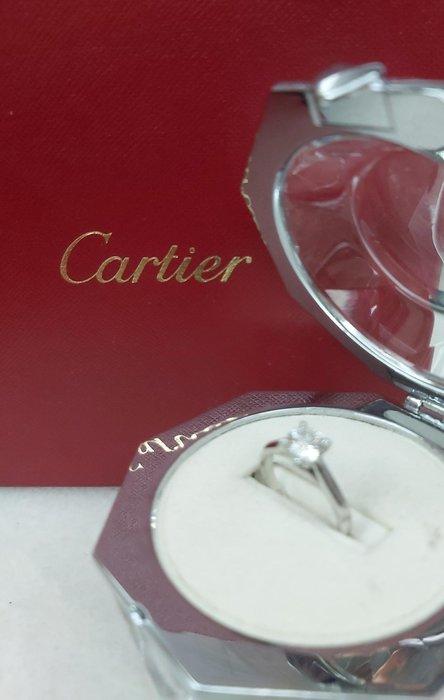 Cartier卡地亞與GIA雙認證 1.01克拉 D/VS2 超淨白閃爍迷人 PT950 歐規戒圍51 歡迎出合理價 在新光三越维護後成交