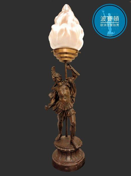 【波賽頓-歐洲古董拍賣】歐洲/西洋古董 法國古董 拿破崙3世風格 羅馬神鬼戰士手工玻璃火焰燈罩立燈/燭台 (尺寸:高54×直徑10公分)(年份:約1900年)