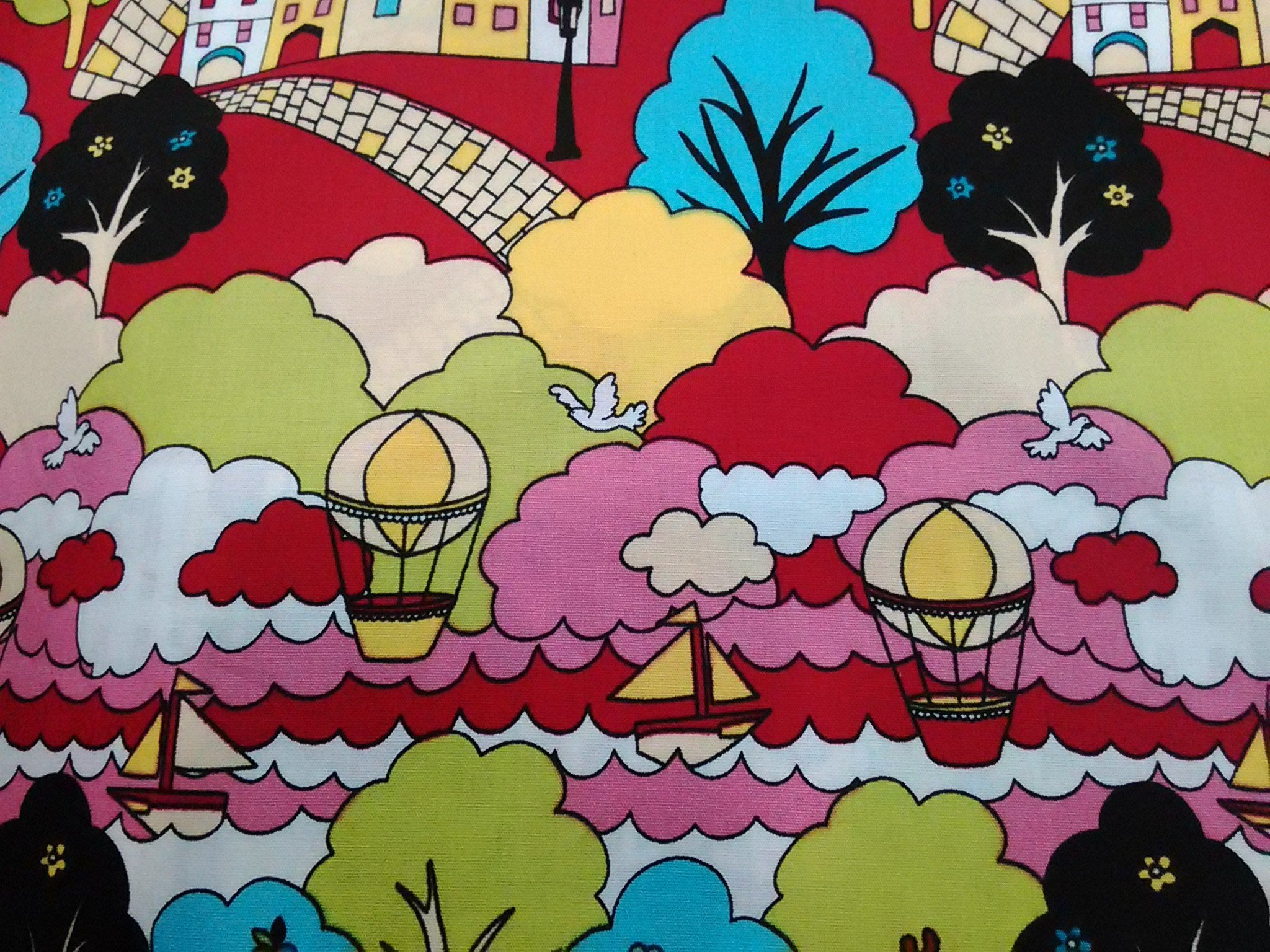 *零碼布手作* 房 屋 子小鎮 熱氣球 船 河 雲 鳥 樹 木 蘋果 度假 紅色 1/2碼 台灣純棉布 RE266
