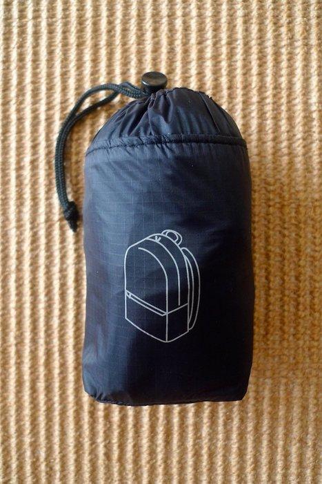 MUJI無印良品  *日本原裝輕巧版:滑翔傘布附收納袋折疊後背包 * / * 只要 1190 元!!