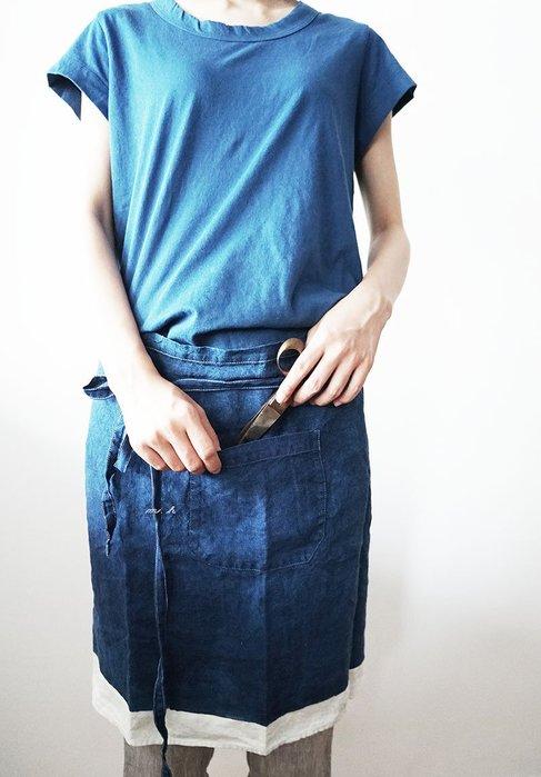 MH選物室 義大利 BERTOZZI 優雅 手工繪製 地中海藍 飛白感 手刷色塊 俐落 半身 圍裙 工作圍裙