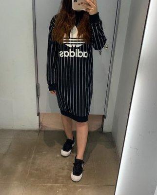 愛迪達 adidas 女生 直條 長版 洋裝 dy0877