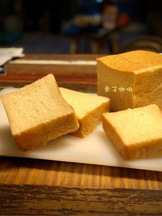 栗子咖啡館=純鮮奶生吐司~不加ㄧ滴水,連皮都好吃,單吃就很好吃ㄛ^^