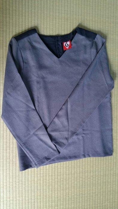 Galoop 副牌 GLove 設計感長袖衫 藍灰撞色 V領 後有鈕扣設計