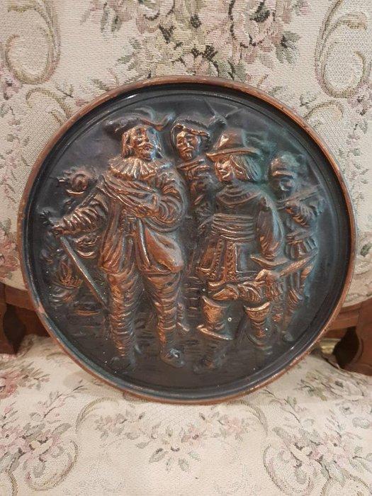 【卡卡頌 歐洲跳蚤市場/歐洲古董】※活動特價※歐洲老件_古典鄉村人像浮雕銅盤 圓盤掛畫 銅盤掛畫 掛飾 m0563✬