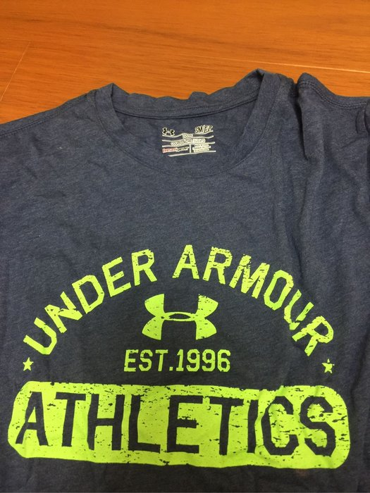 UA運動上衣T恤
