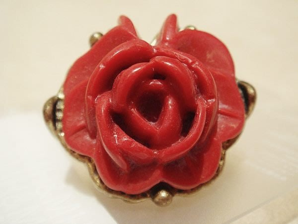 國外帶回,全新從未戴過 H&M 紅玫瑰造型戒指造型戒指,低價起標無底價!本商品免運費!