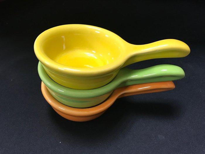【現貨出清】里拉陶瓷附柄調味碟/醬料碟 3色現貨 小菜碟/水果盤/裝飾品【CC-05】