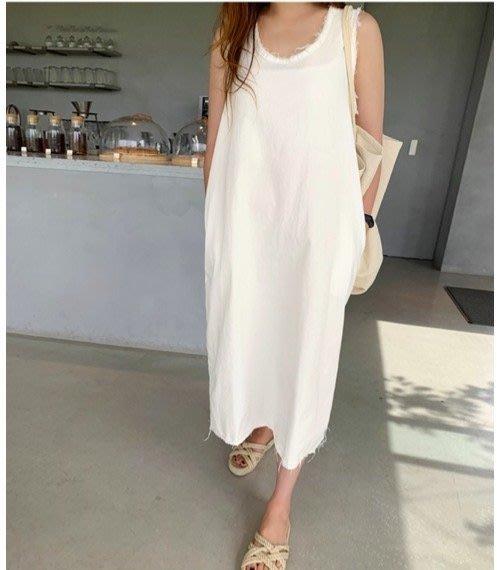 美麗喵。現貨。韓國製 不修邊設計 棉質水洗長版背心式洋裝(2色)