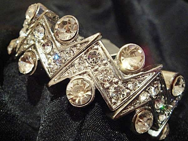 美國帶回,全新從未戴過 Sequin 高質感超閃造型手環,低價起標無底價!本商品免運費!