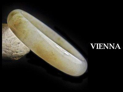 (已蒙收藏)《A貨翡翠》【VIENNA】《手圍19.2/14mm版寬》緬甸玉/冰種綿潤豆種微薰衣草/玉鐲/手鐲X-717