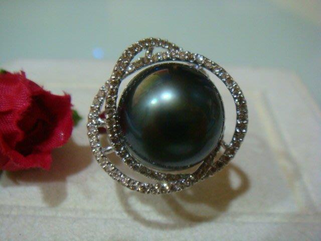 年終換現正圓14MM南洋大溪地乳雀綠黑珍珠鏡面泛光配鑽0.75克拉白金戒