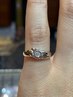5分天然鑽石戒指,可當尾款式,超值優惠價3980元,經典款式設計,簡單適合平時佩戴,現貨只有一個