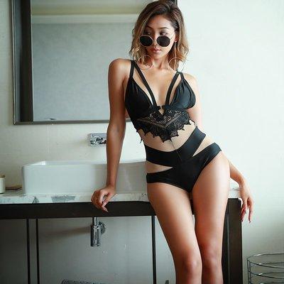 泳衣 泳裝 性感 聚攏 顯瘦 泰國高端新品 深V蕾絲拼接系帶鏤空性感三角連體女士游泳衣女