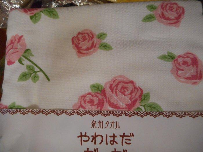 ~~凡爾賽生活精品~~全新日本進口白底粉紅色玫瑰花造型純綿紗布大浴巾~日本製