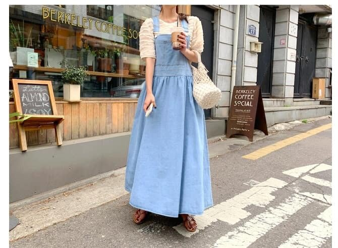 美麗喵。現貨。韓國製 淺色 前口袋 牛仔吊帶寬長裙