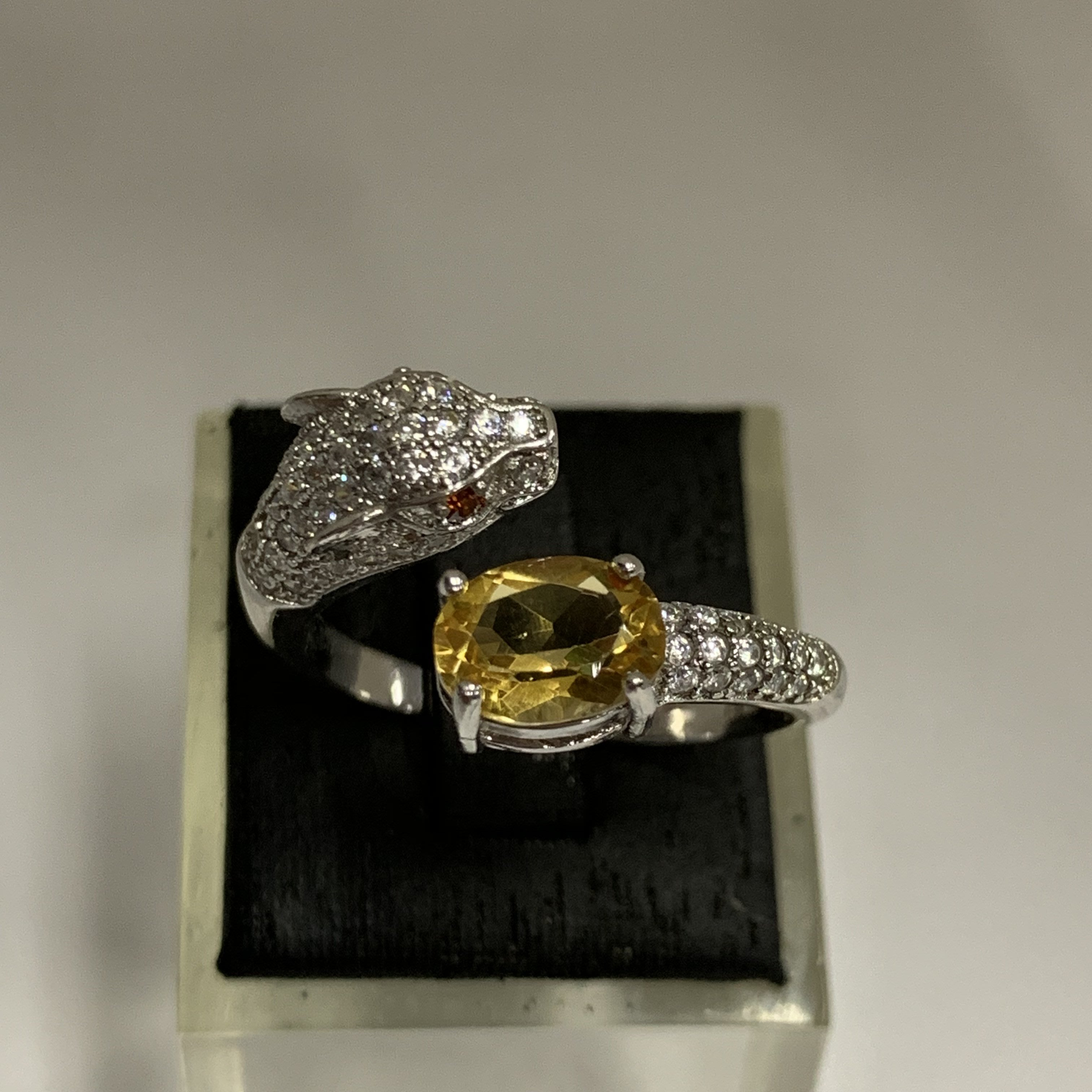 天然水晶【鑽石切面黃水晶豹戒】925銀鍍K金豹戒.贈錦盒(活動戒圍)~040508