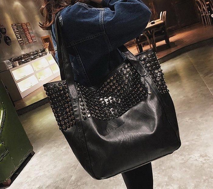 時尚鉚釘大包包 大容量 黑色軟皮 單肩包-「現貨」Regina Shop【LH7110844】