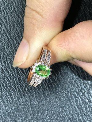 【沙弗萊戒指】天然沙弗萊戒指 莎莎 翠綠火彩強 珍貴1克拉 晶體好淨度高 純淨清新閃耀