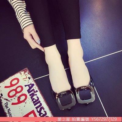 【愛之屋】淺口果凍鞋雨鞋金屬扣平底單鞋防滑防水沙灘鞋塑膠平跟鞋瓢鞋女鞋