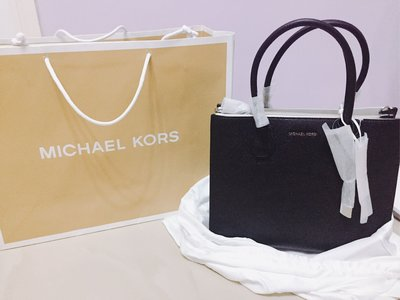 100%行貨全新Michael kors 購至6折放出 專門店黑色大袋連塵袋 紙袋
