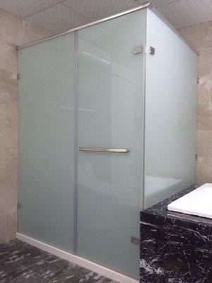 ╭☆Yuda宇達時尚衛浴精品☆╯ 乾濕分離L型三片式10mm五加五膠合玻璃+白膜拉門100*100cm台灣製作