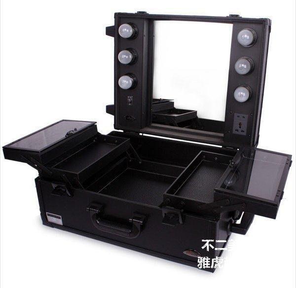 【格倫雅】^Sunrise 多層大容量帶鏡子帶燈泡拉桿專業化妝箱美妝 跟妝箱全黑207