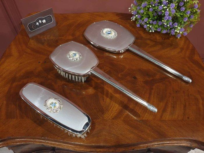 【卡卡頌  歐洲古董】法國老件 繡小藍花 閃鑽框  銀色  手拿髮梳  鏡子  衣帽刷 三件一組ss0528✬